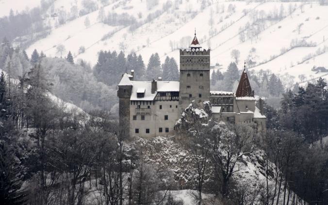 transylvania-castle-at-night-wallpaper-4.jpg