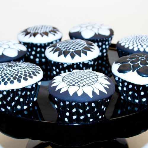 black_and_white_whimsical_cupcakes_using_whimsy_blooms_cupcake_and_cookie_texture_tops